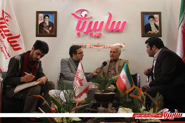 IMG 4501 بازدید استاد حسن عباسی، از غرفه سایبربان در سومین نمایشگاه رسانههای دیجیتال انقلاب اسلامی