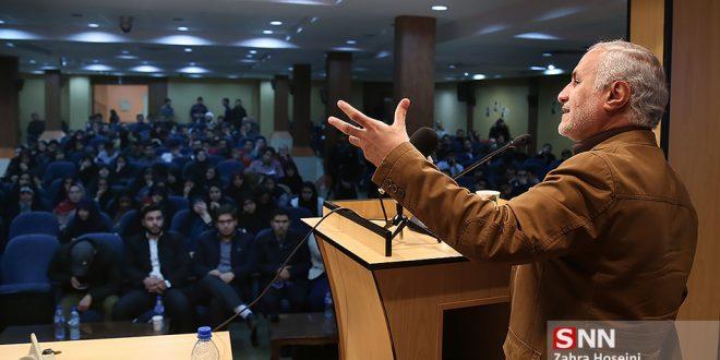 سخنرانی استاد حسن عباسی با موضوع بررسی سیر جنبشهای دانشجویی در انقلاب اسلامی