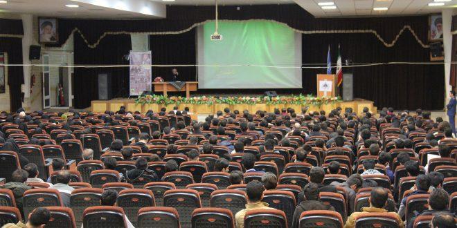 گزارش تصویری؛ سخنرانی استاد حسن عباسی با موضوع  آفت ها و جوانه های انقلاب اسلامی