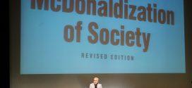گزارش تصویری؛ سخنرانی استاد حسن عباسی در مراسم رونمایی از مستند مکدونالدز تقدیم میکند